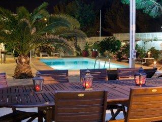 Chalet, cerca Benidorm & Altea, piscina climatizada, Airco Sat Wifi BBQ 12 pers