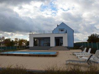 Luxe villa, ruim zwembad, rolstoelvriendelijk. Slaapkamers met airconditioning