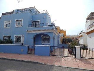 Los Alcazares, 3 double bedroom Villa with communal pool