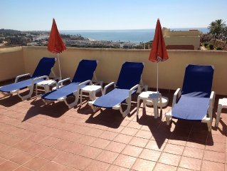 Penthouse with sunny roof terrace, close to bars/restaurants, air con, free wifi
