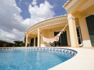 Fantástica Vivenda junto á praia com piscina privativa e vista de mar