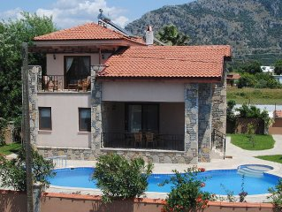 Easy Access Private Pool with Separate Splash Pool. Two Large Terraces. Wi-Fi