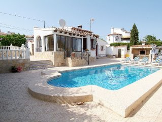 4 Bedroom villa, up to 10 people, Private pool & BBQ close to beaches and Calpe