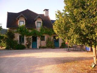 4 chambres 2 sdb  10 pers, avec piscine et grand jardin très joliment décoré