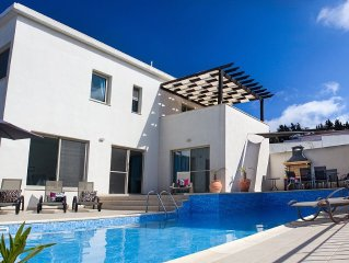 Stylish Luxury Villa With Private Pool And Panoramic Views, family friendly.