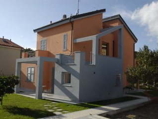 Beautiful house in a paceful and sunny location, restructured in 2008.