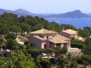 Baie de St Raphael : Villa  avec piscine superbe vue  mer et Massif des Maures