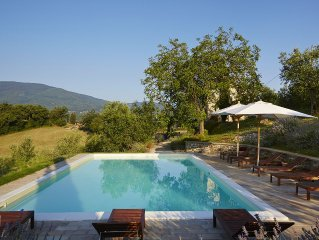 Beautifully restored Tuscan farmhouse - large pool & terrace, fantastic views