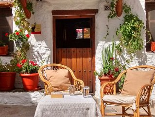Peace, comfort and mountain walks from La Alpujarra's best village. WiFi.