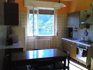 Ampio appartamento luminoso con terrazzo e vista lago