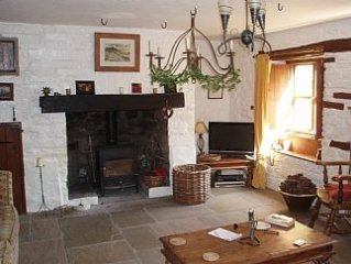 Gorgeous Stone cottage with Lovely garden. Serene Location close to amenities