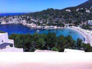 Gran casa con piscina a 100 metros de la playa con vistas al mar
