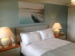 Beautiful refurbished south facing apartment with a stroll across to the beach.