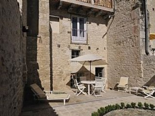 Townhouse: 200-year-old Beautiful Stone-built House In Castelnau Montratier