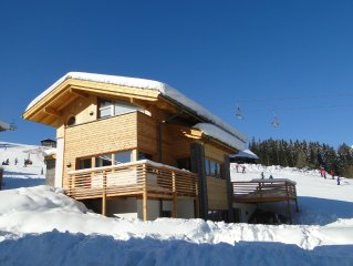 Newly detached luxury 4 bedroom chalet directly on the slope TRUE SKI IN SKI OUT