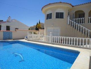 Villa avec piscine privee et jardin