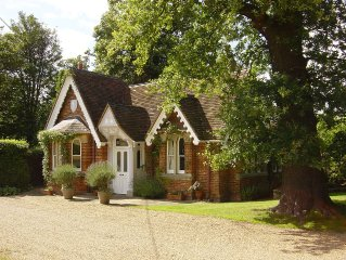Classic English Country Cottage, opposite Windsor Great Park, with amazing views