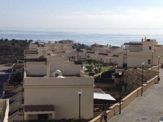 Precioso chalet pareado con playa y vistas impresionantes a la montana y mar