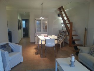 Popular Family Apartment, A/C, WIFI, TV, 2 Minute Walk to Beach and Town Square