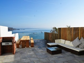 Large 6 bedroom house. Uninterrupted sea views - perfect for town and beaches.