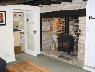 Cosy character cottage with wood burning stove, sleeps 5 + baby/toddler.