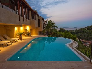 Luxury villa with spectacular view over the bay of Cannes and Esterel mountains