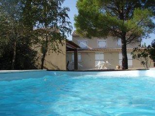 Maison en Campagne avec jardin 3500 m2 cloturé par une rivière et piscine privée