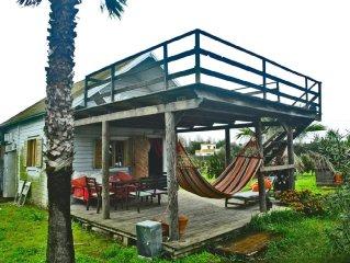 Cabana de madera al lado de la playa mas maravillosa.