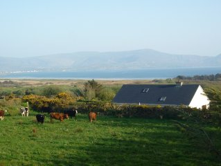 Beautiful house Short Walk from Reenroe Beach Ballinskelligs free WiFi