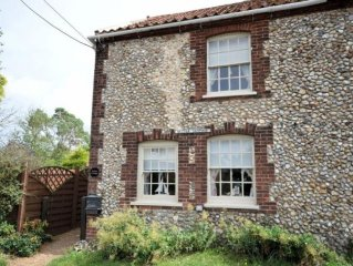 Sleeps 2 - Cosy Traditional Norfolk Cottage in Burnham Market