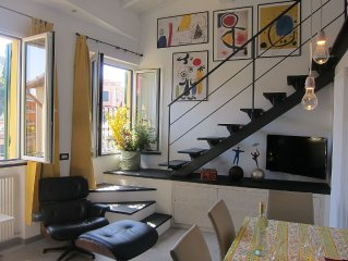 Architectural designed  central apartment a few steps from the beaches. PARKING.