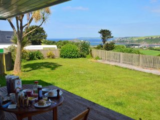 Island View | Sleeps 6, Dogs Welcome, Garden, Parking, Sea Views, Nr. Beaches