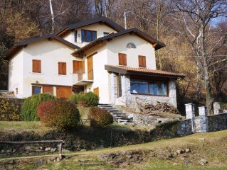 a quiet country house with a great view of Lake Maggiore