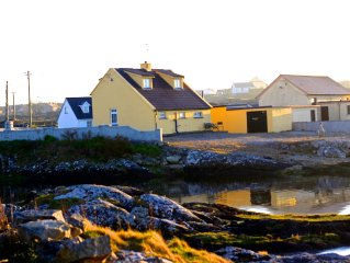 Connemara cottage right on the water - newly built room with spectacular views