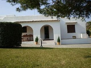 Holiday Villa Located Near The Beach With 3 Double Bedrooms