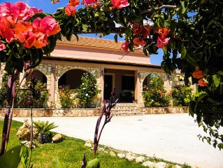 VILLA ROSILA,CHARMING SPACIOUS HOME JUST A STROLL FROM GENNADI BEACH