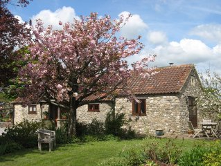 Rural Retreat - Gold Award, 4 Star Barn in a Beautiful Garden - 5 miles to Wells