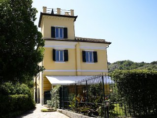 Appartamento in Villa con piscina e terrazza privata vicino al mare