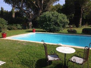 Coquette location pour 4, piscine, campagne sur 6000M3,près d'Avignon