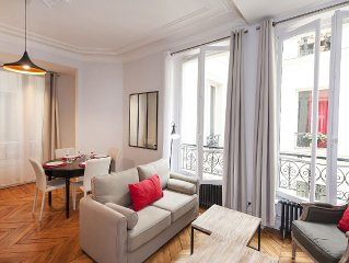 2 BD/1 BTH 5 minutes to LOUVRE MUSEUM central & ideal for visiting the city!