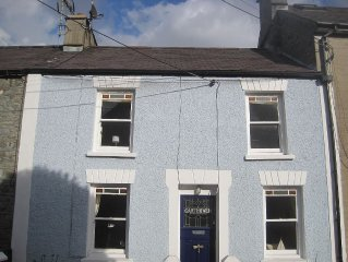 200 year old fisherman's cottage with stunning sea views in New Quay Wales