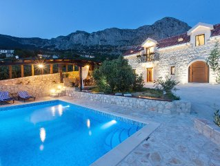 Villa Oliva - heated pool, stunning sea view, no neighbours, peaceful! DISCOUNT!