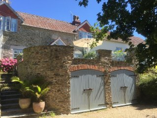 Creekside cottage in a  magical setting on the Salcombe Estuary (sleeps 6 to 8)