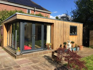 A Self Contained Lodge Located in a Leafy Suburb of Reading.