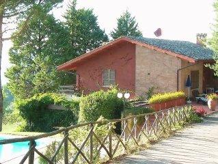 Appartamento posto al piano terra di villa, con piscina e campo da tennis, ping