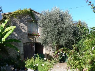 Olive Tree Gite With Beautiful Pool,  Just 5 Mins Walk To Local Restaurant