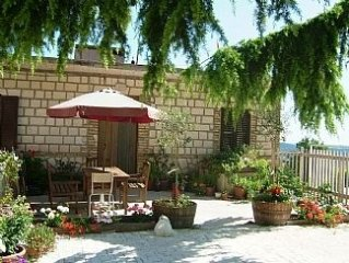 Charming, new apartiment set in the rolling hills of abruzzo  with sea views