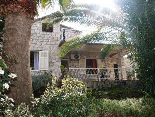 Villa con vista mare dalla terrazza e ampio giardino