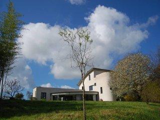 Grande villa contemporaine au milieu des oliviers, vue imprenable sur la campag