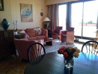 Bel appartement 3 pièces 75 m2- Vue panoramique sur Montmartre-Sacré Coeur. Rési